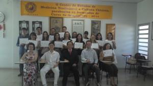 Mestre Liu Chih Ming, Prof. Edgar e Dr. Liu Chun Lin com os formandos da turma 13
